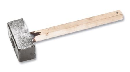 Кувалда литая с деревянной ручкой , разм 3 кг